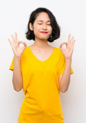 femme-asiatique-zen-heureuse-reduite